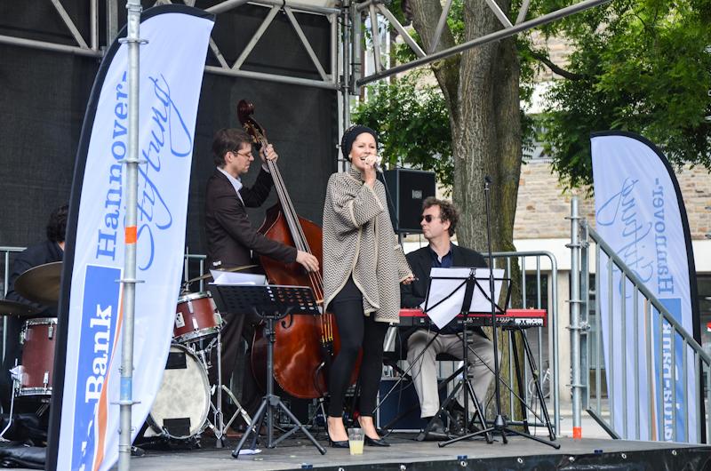 20120609-Manoo-Jazz-am-Ballhof-Altstadt-Hannover-16