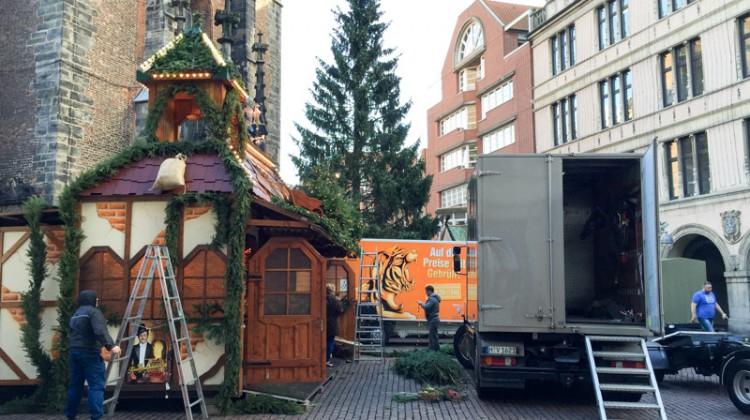 20141124-Weihnachtsmarkt-Aufbau-Altstadt-Hannover-02