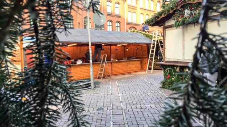 20141124-Weihnachtsmarkt-Aufbau-Altstadt-Hannover-03